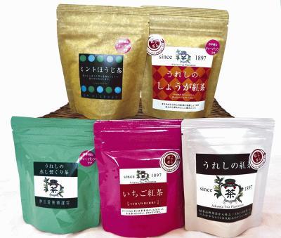 相川製茶舗の「お茶いろいろ」上段左より・ミントほうじ茶(人気ナンバーワン) ・うれしのしょうが紅茶(冬の人気商品) 下段左より・うれしの蒸し製ぐり茶(丸い茶葉の形状が特徴のぐり茶) ・いちご紅茶(佐賀県産のイチゴをブレンド) ・うれしの紅茶(クセがなく日本人に好まれる和紅茶)